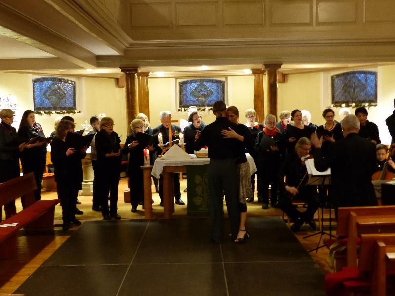 Chor und Tanzpaar