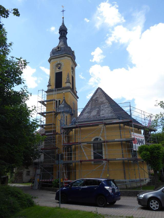 Kirche mit Gerüst