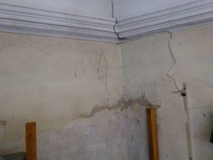 Mauerriss im Orgelbereich